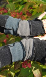 texting mittens in soft shades of gray with an accent of black
